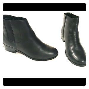 Women's Black, Leather Chelsea Booties!